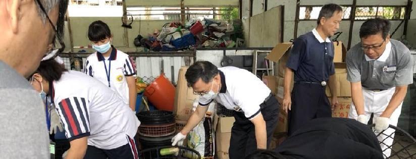 愛護地球,環保分類做起!蔡炳坤執行長暨化仁國中始業師生,在環保站實行惜物愛物、節能減碳!