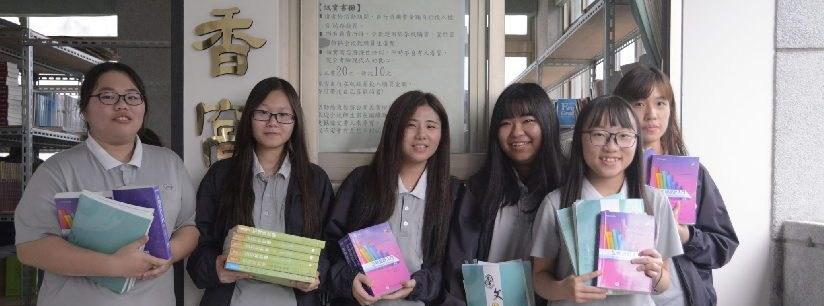 好康大方送!開學第一天,慈濟科技大學學生忙著前進誠實書屋!