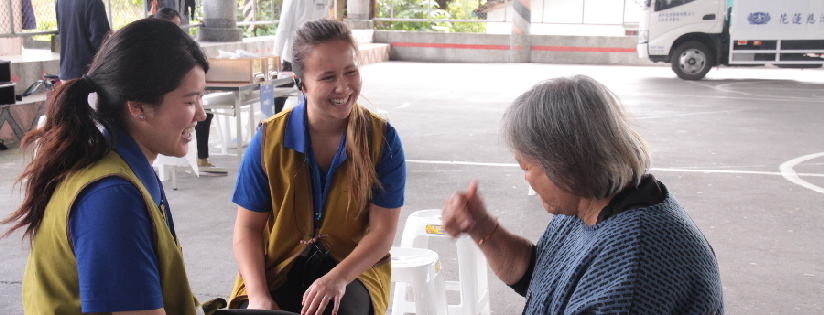 美國康乃爾大學學生來到慈濟大學研習,跟著志工做服務。(20190115)