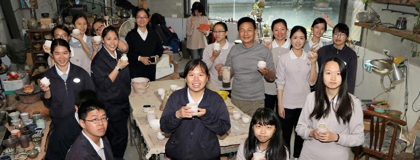 慈濟科技大學駐校藝術家蔡榮宗老師帶領學生DIY陶作小物大變身。(20190103)