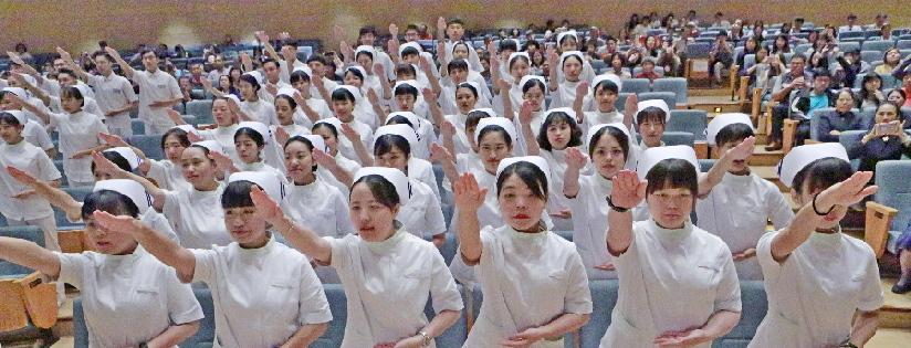 慈濟大學護理系加冠 88人將入院實習,師長期許學生走到需要的地方。(20190504)