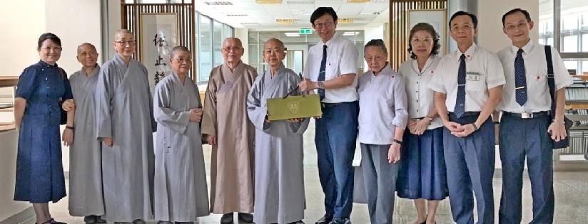 慈濟大學迎接彌陀禪寺道俊法師蒞校參訪,參觀慈濟學教學研究中心。(20200525)