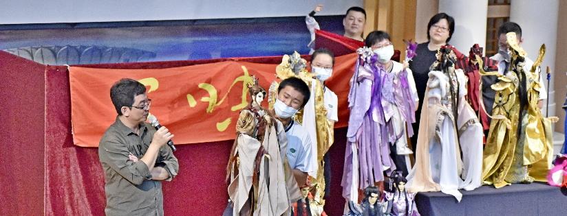 共登絕龍嶺譜奇緣,三昧堂布袋戲劇團來臺南慈中公演。(20201021)